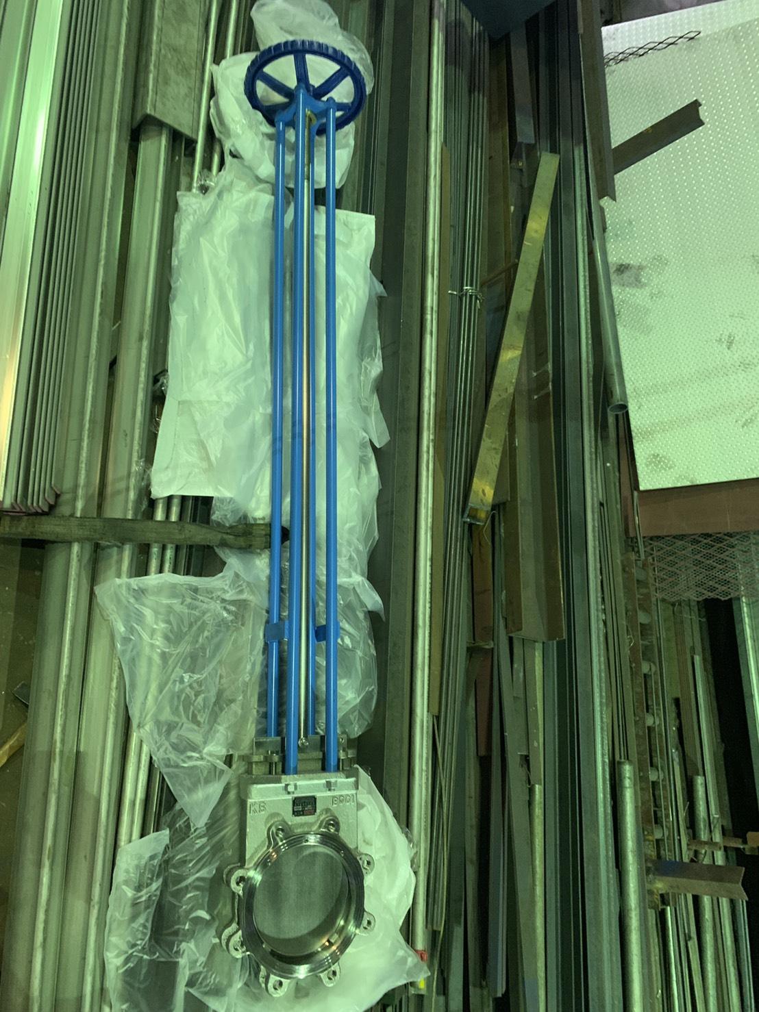 訂作加長型手動閘刀閥,中心高2米